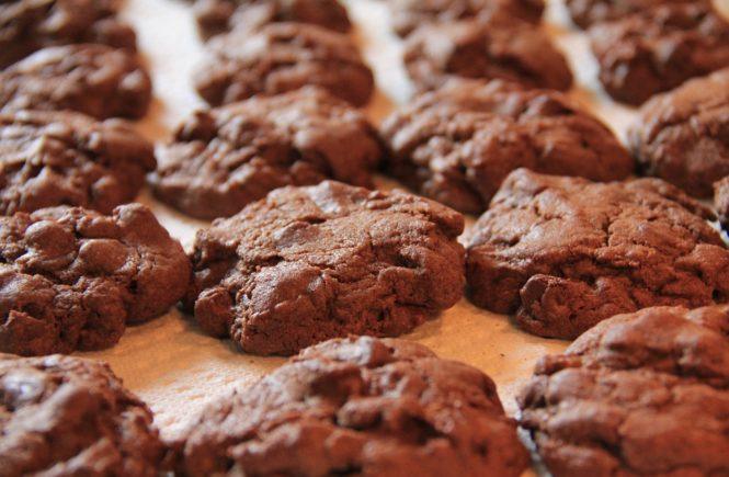 ciasteczka czekoladowe na blacie
