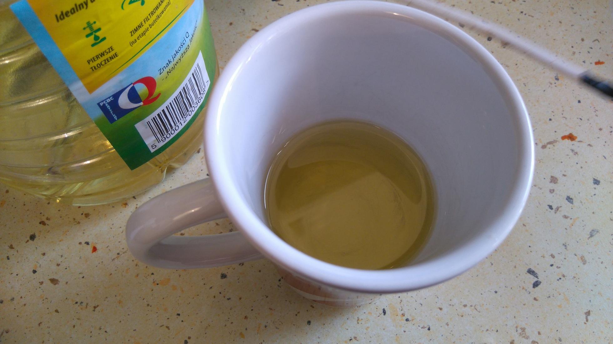 szklanka z olejem