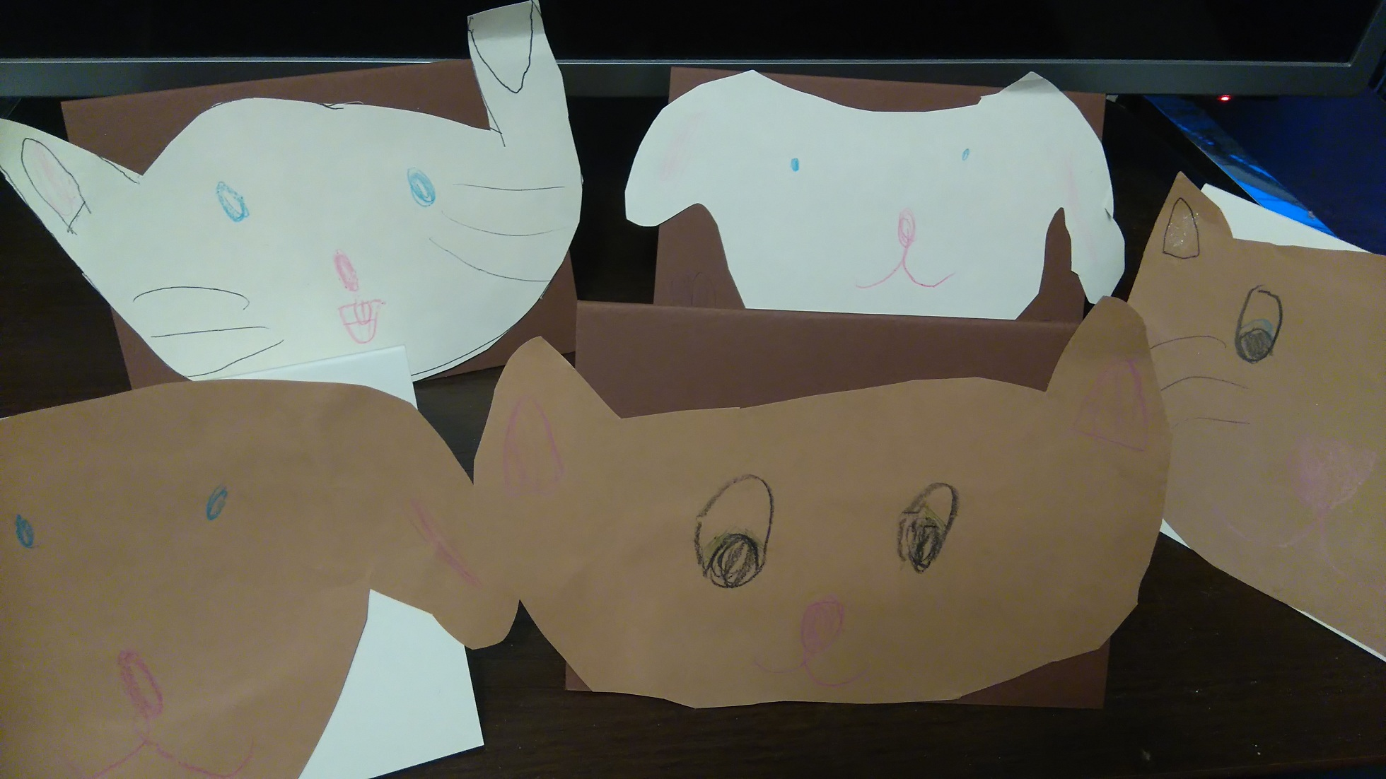 zaproszenia urodzinowe z glowami kotkow, pieskow i kroliczka