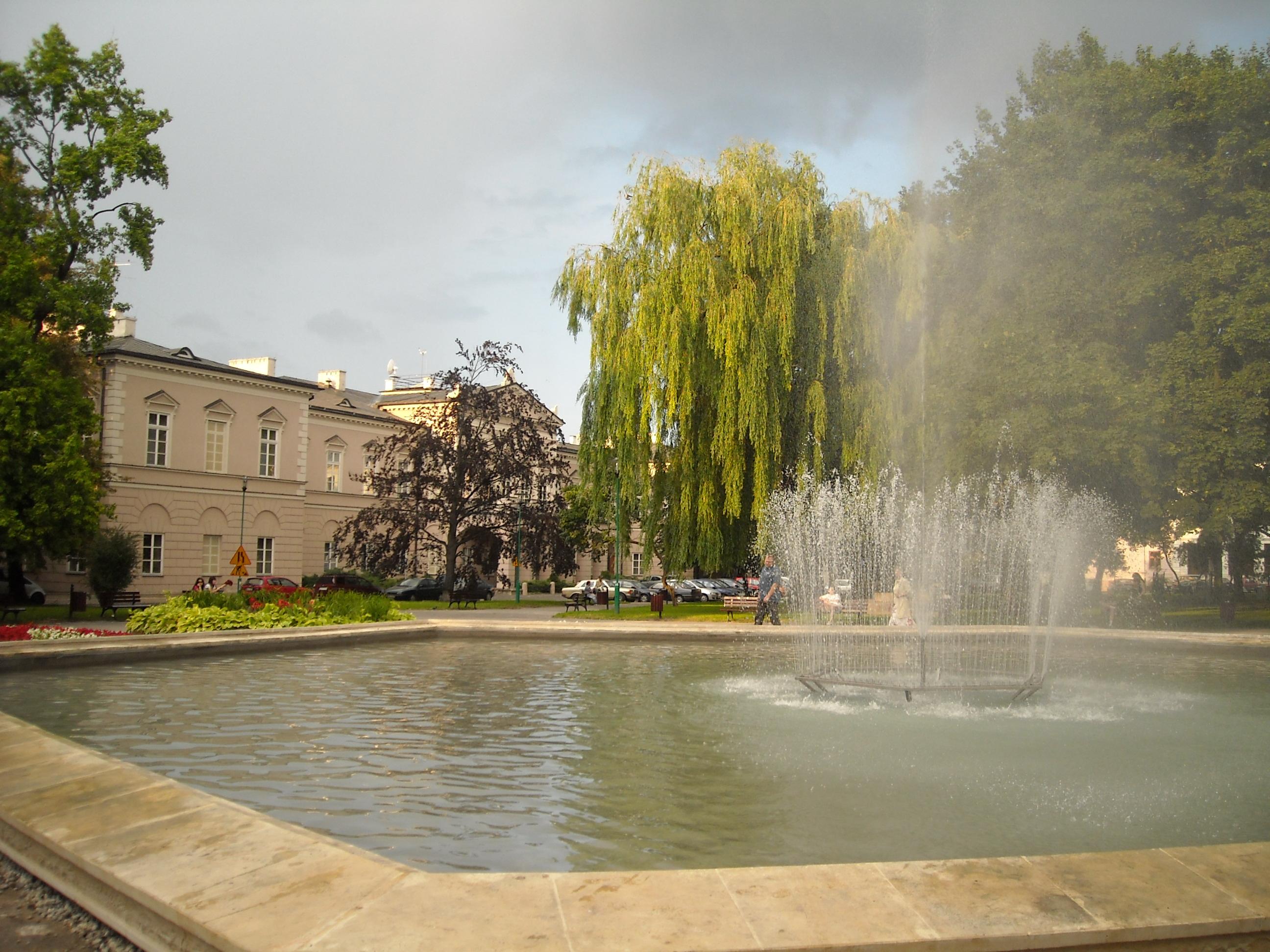 Fontanna w Lublinie przed remontem Placu Litewskiego