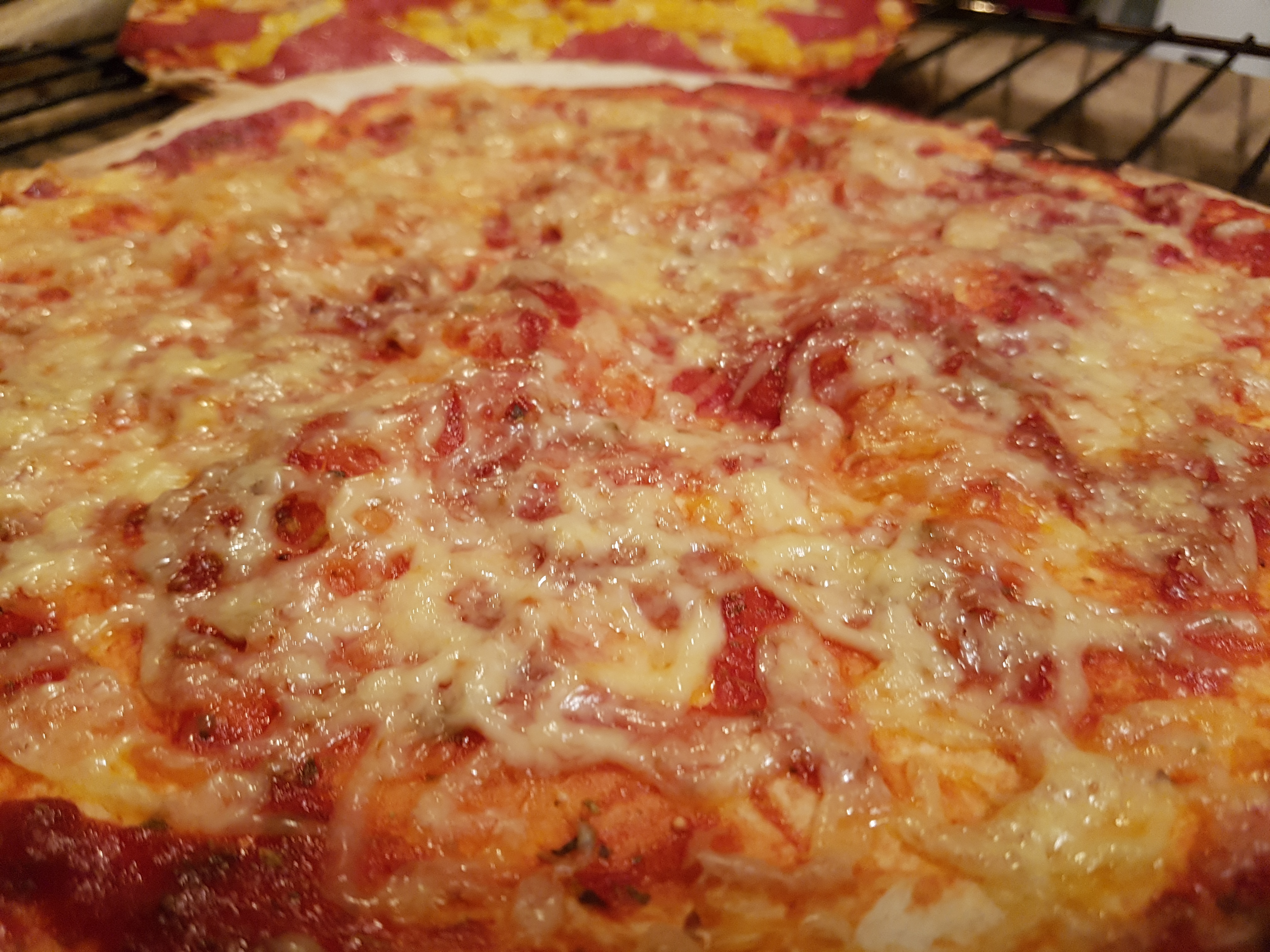 pizza margherita w piekarniku